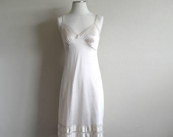Vintage Ivory Slip Dress, Womens Slip, Full Slip, Ivory Lace, 80s/90s, Wedding Slip, Dress Slip, Spaghetti Strap, Nylon Slip, Beige Slip, 34