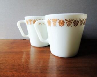 Vintage Pyrex Coffee Mugs, Set of 2 Milk Glass Coffee or Tea Mugs, Butterfly Gold on White Mug, D handle Pyrex 300 ml Mug No 1410, Retro Mug