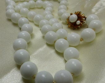"""Vogue Bead Necklace White Cluster Glass -75 grms, 22"""" long, Individually knotted, 10mm beads 1853"""