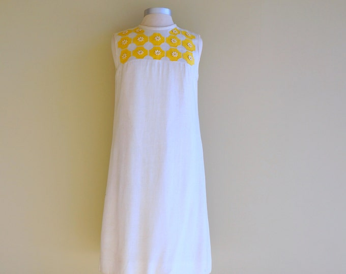 Mod Linen Dress MEDIUM 1960s Shift Off White Flax Yellow Floral Flower Appliques Sleeveless Day Dress Work or Play Adele Martin Original