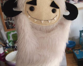 "Star Wars Inspired Wampa Hand Puppet 28cm/11"" tall"