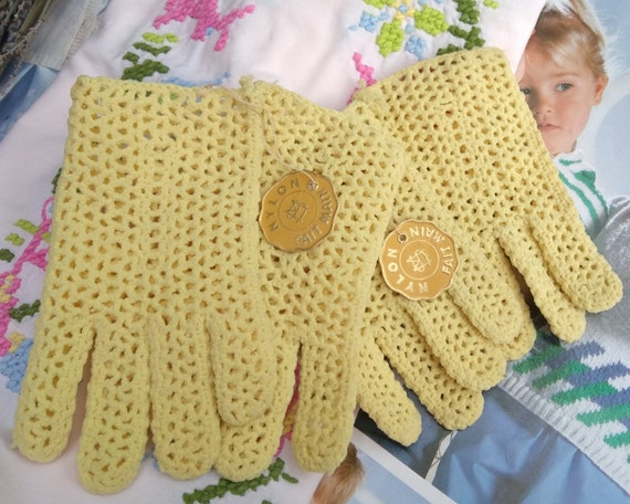 2 pairs of Children 50's Nylon Gloves 2 and 4 Years Old Vintage French Tag Unused New old Stock #sophieladydeparis