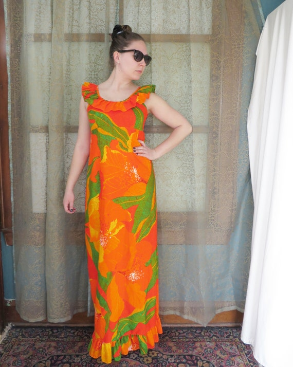 vintage shopping - Hawaiian print maxi dress in size 14 medium to large