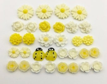 32 flower cabochon yellow  and white flower ,15mm to 22mm#FL027