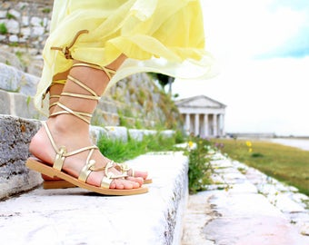 Gladiator sandals for women in gold, Lace up fashion summer flats