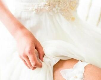 Minimalistic silk floral wedding garter, bridal garter || LOLA