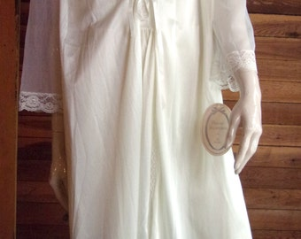 Vintage Lingerie 1970s PRIVATE TREASURES by Avon Ivory Nightgown and Robe Set has TAGS