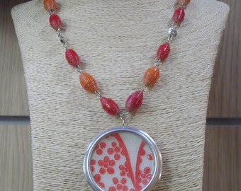 Wallpaper, cabochon pendant necklace in cans recycled in boho chic by Gnègniru up-cycled jewellery made in italy