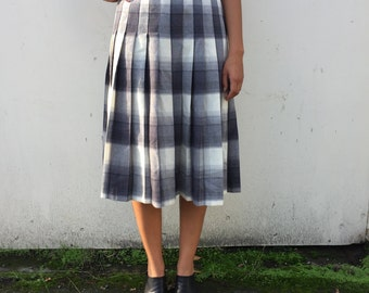 Plaid Grey and White Pleated Skirt. High Waisted Wool Skirt. Small Medium.