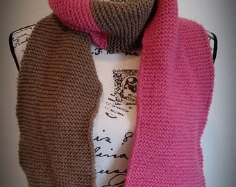Two-color knitted scarf / pink and brown