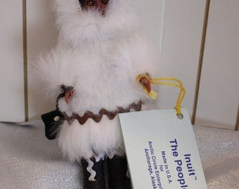 "Vintage The Intuit ""The People"" Eskimo Doll, Made in USA, Anchorage Alaska, 1988 Carlson Dolls, White Coat"