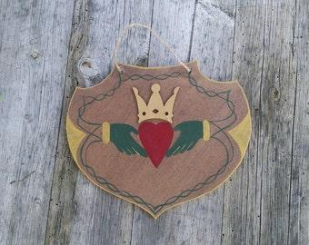Celtic Crest Claddagh / / interior design for lovers