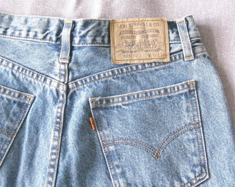 Vintage Levi jeans button fly levis faded mid blue denim 891, five button fly high rise high waist leg length 32, UK size 12 to 14 mom jeans