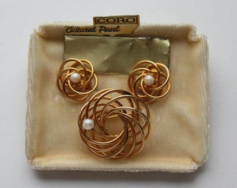 Vintage brooch Coro. Vintage earrings Coro. Vintage jewellery set Coro. Vintage jewellery demi parure. Coro jewelry. Coro cultured pearls.