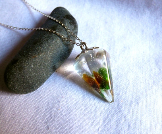 Seaglass Pendulum, Sea Glass Pendant, Seaglass Resin Jewelry, Dowsing Pendulum, Seaglass Pendant, Sea Glass Jewellery, Beachglass - PI17005