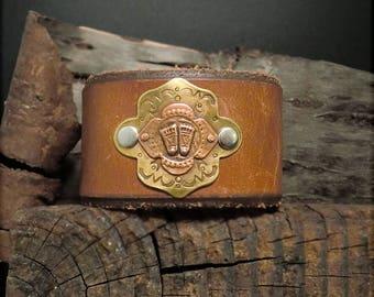 "B1543  ""Feet"" Traveler Badge Leather Cuff"