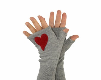 Fingerless Gloves in Cloud Grey with Red Heart - Recycled Merino Wool