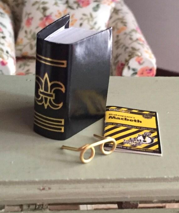 Miniature Eye Glasses and Book Set, Macbeth Book, Dollhouse Miniatures, 1:12 Scale, Mini Books, Mini Glasses, Dollhouse Accessories