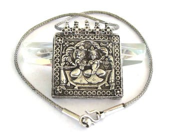 """Antique Indian Amulet, Shiva and Pavarti Silver Box Amulet, 19th Century, Rajasthan, 61.6 Grams, 46 cm (18""""),  High Grade Silver Snake Chain"""