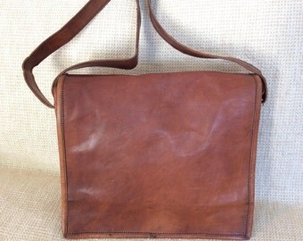 Vintage amazing brown waxed leather messenger travel flap bag crossbody