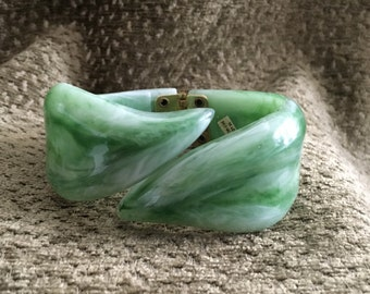 Jade Green Swirl Lucite Clamper Bracelet, Art Deco Clamper, Simulated Bakelite,Tight Hinge, Faux Jade Clamper, Faux Jade Bracelet, Hong Kong