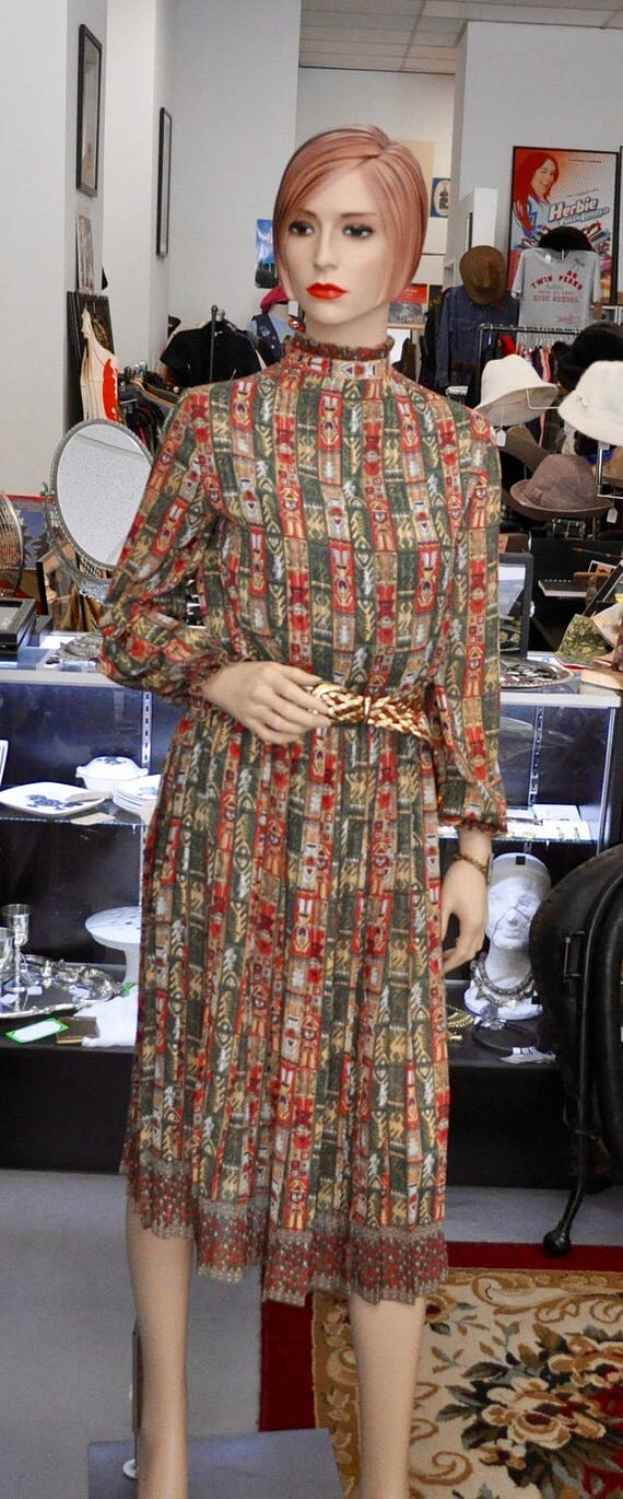 Gorgeous 1970s Inca/Aztec Print Green, Red, and Metallic Gold Dress with Gold Leather Belt