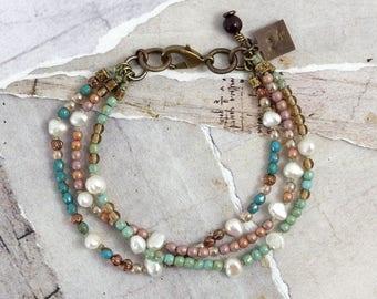 Freshwater pearl bracelet Pastel jewelry Czech glass bracelet Summer jewelry Dainty pearl jewelry Boho bridal jewelry Mint green jewelry