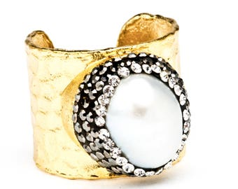 Creamy Natural Pearl and Crystal Adjustable Ring
