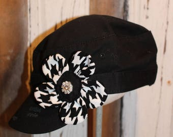Houndstooth print flower pin clip.  Hat or hair accessory black and white
