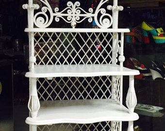 Victorian White Wicker Étagère, Shabby Chic Decor, Bedroom furniture, Vintage Décor, Vintage Wicker