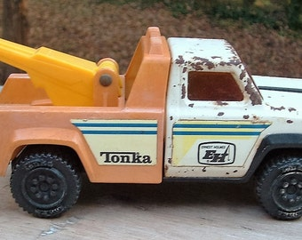 ZERO SHIPPING!  Vintage Ernest Holmes Tonka Tow Truck - Diecast Toy - Chippy - Made in the USA