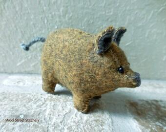 Felt stuffed pig, small handmade pig, soft toy, farm animal, felt stuffed animal