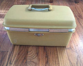 Royal Traveller Train Case, makeup case, yellow luggage