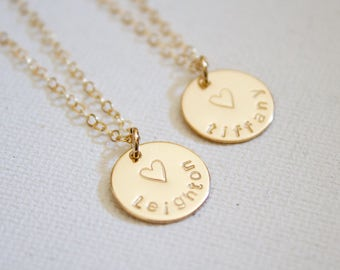 Gold Name Disc Neclace, Engraved Disc Necklace, Personalized Necklace, Custom Disc Necklace, Gift for Mom, Medium Disk Necklace, Everyday,
