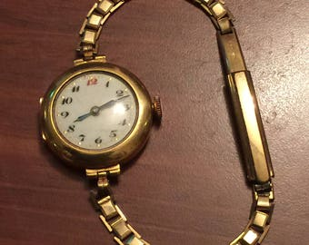 An Antique 18K Yellow Gold ladies' Bracelet Watch. Circa 1920's. Porcelain Dial. Hinged case.