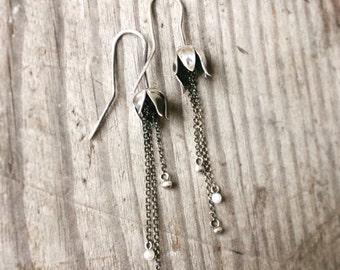 Silver lilly earrings