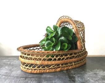 Vintage Wicker Bassinet / Nursery Moses Basket / Baby Doll Bassinet / Rattan Cradle / Woven Bassinet / Jungalow Boho Cradle Baby Shabby Chic