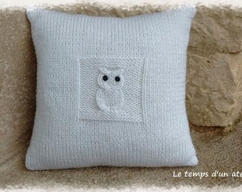 Knitted cushion OWL pattern