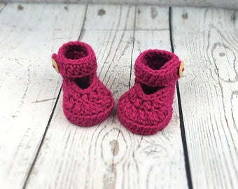 crochet baby shoes,baby booties, baby girl booties, crochet baby maryjanes, baby sandals slippers with straps, raspberry pink  baby shoes