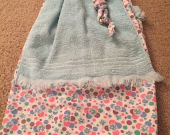 Vintage dish towel apron with pocket, in good condition
