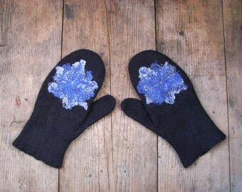 Woolen felt mittens with a snowflake Merino wool mittens flake of snow Winter warm gloves Woolen felt gloves for playing snowballs for her