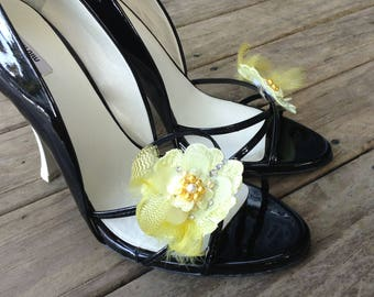 Wedding shoe clips, bridal shoe clips, feather shoe clips