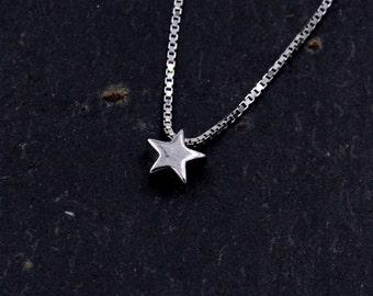 Sterling Silver Very Tiny Little Star Minimalist Pendant Necklace 18''  z100