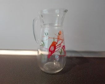 Glas pitcher with birds.
