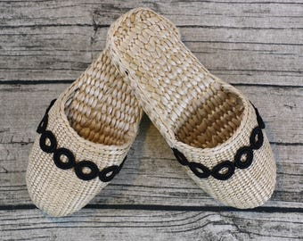 Exquisite Women's slippers with black ring-shaped lace/rustic handwoven shoes/gift for moms/elegant slippers/wedding gift/house shoes