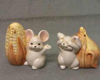 F F Beige Mice Rats with Corn and Garlic and Pink Ears Salt and Pepper Shaker Set