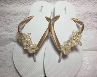 Bridal Champagne Flip Flop, Bridal Sandals, Braidsmaid Flip Flops, Beach Wedding Sandals, Ivory Wedding Flip Flops, Wedding Sandals