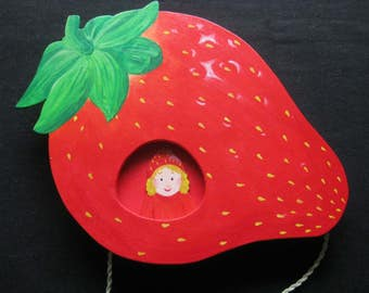Strawberry, strawberry girl, movable wooden screen, wall decoration