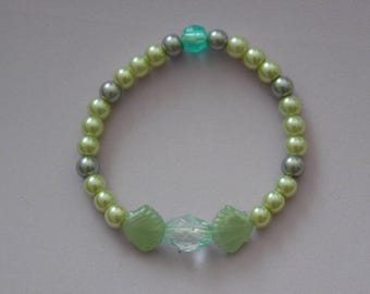 Green Glass Pearls and Shells Bracelet