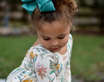 Hair Bows/6 inch bow /BEST SELLER/30 colors----Sassy Girl-Large hair bow/ Boutique bows/girl bows  Large hair bow/ Boutique bows/girl bows
